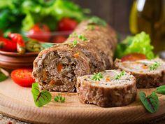 М'ясний рулет з грибами й овочами