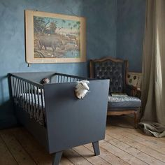 Traditional Paint in de kleur Thunder Sky en Fresco Country Blue, toegepast in de kinderkamer Lime Paint, Traditional Paint, Studio Apartment Decorating, Country Blue, Chalk Paint Furniture, Living Room Inspiration, Beautiful Bedrooms, Fresco, Pure Products