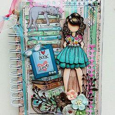 Primeiro projeto do ano para o Grupo Prima Dolls Mania . Tema : doll leitora. Fiz um caderno para minha filha listar em ordem alfabética os livros já lidos por ela e também para anotar resenhas preferidas e a lista dos recomendados para futura aquisição. #julienuttingdolls #julienutting #primamarketing #scrapbook  #amolerlivros #elaineluithardt