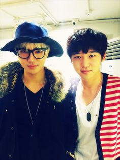 Super Junior's Yesung snaps a photo with his younger brother.!  Omo~! He's so cute.!! xD ^^  Both of them are.! :3 Kekekeke~!