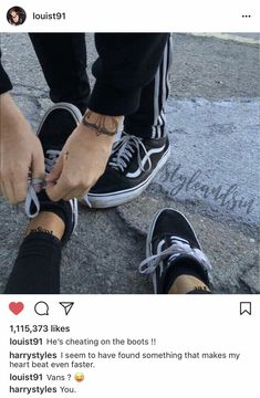 Find images and videos about love, one direction and louis tomlinson on We Heart It - the app to get lost in what you love. Nike Free Shoes, Running Shoes Nike, Cute Couples Goals, Couple Goals, Tumbrl Boy, Rauch Fotografie, Louis And Harry, Boyfriend Goals, Couple Aesthetic