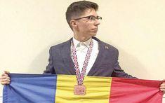 Elevul de 10 din Vaslui. Este olimpic şi va studia biologia la Oxford Flag, Facebook, Country, Color, Biology, Rural Area, Country Music, Rustic, Flags