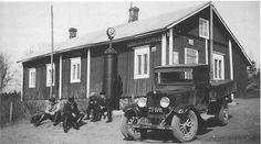 Liedon Osuuskaupan Shell-bensiinipumppu ja Chevrolet-kuorma-auto sen edessä vuonna 1934.