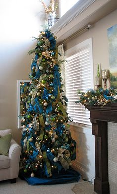 Beautiful Christmas Tree. This might be my next years tree colors and decorations