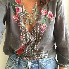 bohemian boho style hippy hippie chic bohème vibe gypsy fashion indie folk look outfit Boho Hippie, Boho Gypsy, Gypsy Style, Bohemian Style, Bohemian Jewelry, Bohemian Fashion, Bohemian Tops, Bohemian Clothing, Bohemian Blouses