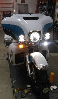 Front LED Upgrade-2017 Ultra!  Installed a pair of #SolarSignal Turn Signals along with the JW Speaker LED Motorcycle Headlight and Passing Lamps. chromeglow.com for all your LED Motorcycle Lighting! #ultra #canyouseemenow #shopwork #chromeglow