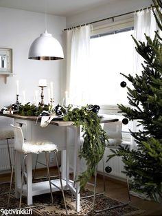 Väritön joulu White Christmas, Table Decorations, Interior, Furniture, Home Decor, Decoration Home, Indoor, Room Decor, Home Furnishings
