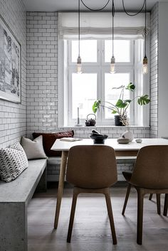 〚 Elegance of dark shades: apartment in Stockholm sqm) 〛 ◾ Photos ◾Ideas◾ Design Ikea Dining Room, Kitchen Dining Living, Kitchen Nook, Dinning Table, Dining Chairs, Kitchen Ideas, Interior Design Kitchen, Interior Decorating, Tiny Spaces