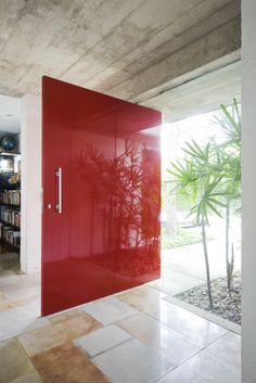 Casa Jardim Europa, 2008. Designed by Piratininga Arquitetos, Sao Paulo. Photographed by Maira Acayaba.  MAD LOVE THE DOOR!!!!!!
