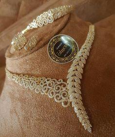 Markings For Gold Jewelry Key: 7135450556 Fancy Jewellery, Stylish Jewelry, Luxury Jewelry, Modern Jewelry, Jewelry Sets, Fashion Jewelry, Fine Jewelry, Gold Jewelry, Diamond Necklace Set