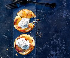 Tarte Tatin mit Pfefferrahm Pancakes, Breakfast, Food, Tarte Tatin, Brunch Ideas, Food Recipes, Morning Coffee, Meal, Crepes