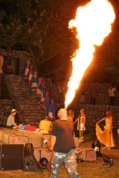 Er waren ook volop special effecten tijdens #kausaypacha. Zoals bijvoorbeeld deze vuurspuwer. Concert, Recital, Festivals