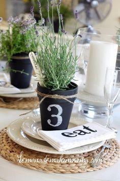 table decorating ideas-really like the napkins