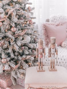 pink christmas tree, pink christmas decorations, rose gold christmas, pink and gold holiday decor, glam holiday Shabby Chic Christmas, Christmas Room, Elegant Christmas Decor, Holiday Decor, Rustic Christmas, Christmas Ideas, Christmas Pictures, Merry Christmas, Unique Christmas Trees