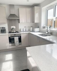 Grey Kitchen Designs, Small Kitchen Layouts, Kitchen Room Design, Modern Kitchen Design, Home Decor Kitchen, Interior Design Kitchen, Decor Home Living Room, Cuisines Design, Luxury Kitchens