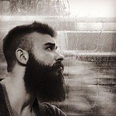 Schau dir @yannicluettich an, er lässt seinen Bart nun seit 9 Monaten wachsen. Die Bartpflege ist dabei ein wichtiger Bestandteil seiner Körperpflege geworden. Starkes Ergebnis, oder? Also immer schön pflegen. :-{) #blackbeards #beard #beards #bearded #beardgang #beardlife #beardo #beardlove #beardporn #beardman #bartmann #beardy #beardenvy #beardlover #beardedman #beardsofinstagram #beardcare #beardsandtattoos #beardedgentleman #beardstagram #bart #theblackbeardscrew
