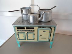 Vintage Mettoy Tin Plate Stove Kitchen Range with Burner Mint Condition Toy Kitchen, Little Kitchen, Doll Home, Vintage Tins, Tin Toys, Antique Toys, Dollhouse Furniture, Dog Bowls, Paper Dolls