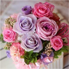 たわわなカップ咲きのバラに数種類のバラ、4色のアジサイがたっぷり入った華やかなアレンジ。人気色ピンク、ラベンダーがはなやかさをアップ! ❁プリザーブドフラワーギフト シェリー :プリザーブドフラワー Azurosa