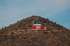 Attractions Mountain Arizona A Mountain Tucson Was Originally Sentinel Mountain - Here Is Its History and More A Mountain Tucson sits just west of the Freeway near downtown Tucson. The former name of A Mountain Tucson was… Arizona Attractions, University Of Arizona, Arizona Wildcats, Living In Arizona, Tucson Arizona, United States Travel, Travel Photos, Cool Pictures, Places To Go
