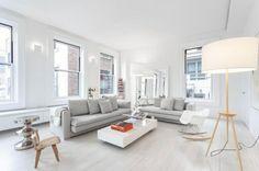 komplett weißes Wohnzimmer Kaffeetisch Metall Stehlampe Design