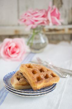 Butter-Zimt-Waffeln - waffle recipe with cinnamon, butter and sugar