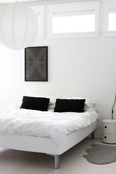 Via Ollie and Sebs Haus | Black and White | Bedroom | Componibili