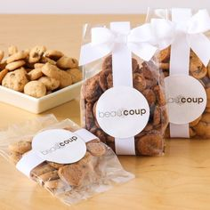 For your next corporate event, give attendees these delicious corporate logo cookie favor bags.