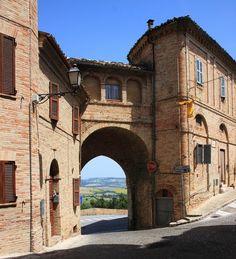 Treia- Macerata- Marche- Italy - Borgo medioevale con mura e porta ad arco, ingresso alla citta con sfondo colline Marchigiane-Photo by Celo Risi