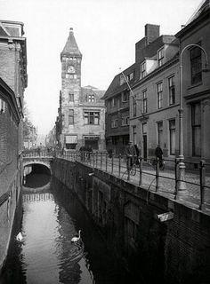 Zo was Utrecht: Utrecht jaren 30: De Drift met zicht op het Pietas gebouw op de hoek met de Nobelstraat (Foto HUA).                  14 november                        Utrecht jaren 30: De Drift met zicht op het Pietas gebouw op de hoek met de Nobelstraat (Foto HUA)