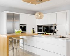 Modern Kitchen Design with Oak Breakfast Bar - Andrew Ryan Traditional & Modern Furniture Ltd Bespoke Kitchens, Modern Kitchens, Modern Kitchen Island, Victorian Terrace, Handmade Kitchens, Contemporary Kitchen Design, Kitchen Storage, Modern Furniture, House Design