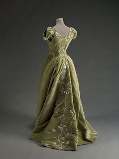 Raudnitz & Co. evening dress, 1897 from the Musee Galliera