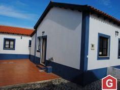 2 moradias rústicas com garagem e logradouro  a 10 min. das praias de Peniche