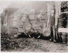 Mandenmakerij Fa. W. Vink en Zonen in IJsselstein. Foto  rond 1900 (RHC Rijnstreek en Lopikerwaard). Bron: Canon van IJsselstein   regiocanons.nl