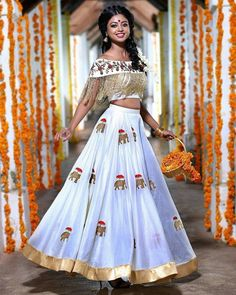 Heres the best new blouse styles - sexy blouse, traditional blouses, lehenga blouse and latest saree blouses to flaunt your best features for your body type Lehenga Choli, Lehenga Indien, Indian Lehenga, Sari, Bridal Lehenga, Lehenga White, Lehenga Skirt, Anarkali Dress, Choli Designs