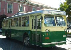 Trolebus Pullman inició servicio en Santiago en 1947 - Actualmente en Valparaíso Busses, Public Transport, Architecture, Mercedes Benz, Transportation, Nostalgia, Trucks, Vehicles, Cars