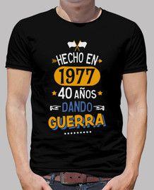 Camiseta 40 años dando guerra