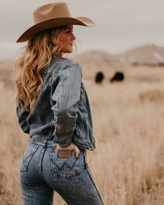 Western Outfits Women, Cowgirl Outfits, Cowgirl Style, Cowgirl Chic, Cowgirl Western Wear, Cute Country Girl, Looks Country, Country Girl Photos, Country Style Outfits