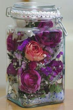 dry flower rose in bottle Christmas Door Decorations, Christmas Crafts, Flower Crafts, Diy Flowers, Homemade Crafts, Diy And Crafts, Wine Glass Designs, Flower Bottle, Crafts For Seniors