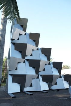 Unveiled on July 2012 at the MUBE Museum of Sculpture in Brazil, Reach is a high, metal sculpture created by Dror Benshetrit using his QuaDror squares. Outdoor Sculpture, Sculpture Art, Sculptures, Environmental Art, Public Art, Installation Art, Design Inspiration, Design Ideas, Art Inspo