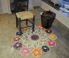 Mat or towel with crochet and revenue chart Tapete Doily, Doily Rug, Crochet Doilies, Crochet Carpet, Knit Crochet, Doily Patterns, Floor Rugs, Blog, Towel