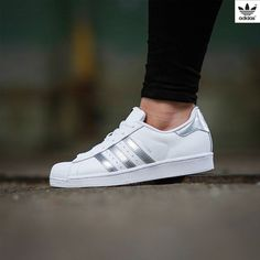 big sale 8c5a0 82b33 Adidas Superstar Silver White Vestidos Con Tenis, Zapatillas Adidas  Superstar, Zapatos Adidas, Zapatos
