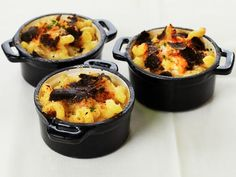 Eat like you won an Academy Award! Baked Macaroni and Cheese with with Black Truffles is one of the dishes that Chef Wolfgang Puck and his team will be serving to the stars on Sunday at the famous Governors Ball.