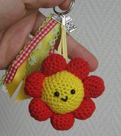 Amigurumi flower keychain - Craft ~ Your ~ Home Love Crochet, Crochet Gifts, Diy Crochet, Crochet Flowers, Crochet Dolls, Crochet Bookmarks, Crochet Keychain, Crochet Accessories, Yarn Crafts
