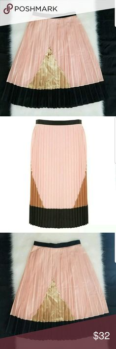 A Wear Collection Art Deco Pleated Skirt Sz. 8 Up for sale A Wear Collection Art Deco Pleated Skirt.Cute Flirty pleated skirt, It is fully lined with back invisible zip. 100% polyester. Contrast colour combinations of peach, black and gold.   Size 8 A Wear Skirts Midi