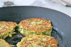 Zucchinipuffer - Rezept | GuteKueche.at Zucchini Puffer, Salmon Burgers, Quiche, Vegan, Breakfast, Ethnic Recipes, Food, Chef Recipes, English Food