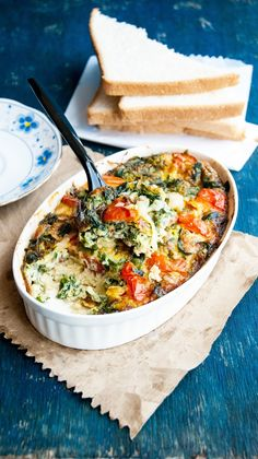 Baked Frittata with spinach, onions, tomatoes, cheddar and parmesan. Its creamy, packed with greens, perfectly seasoned , awesomeflavor f...