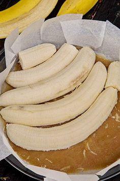 prajitura-rasturnata-cu-banane-si-caramel-5a Banana Bread, Caramel, Cheese, Breakfast, Banana, Sticky Toffee, Morning Coffee, Candy, Morning Breakfast