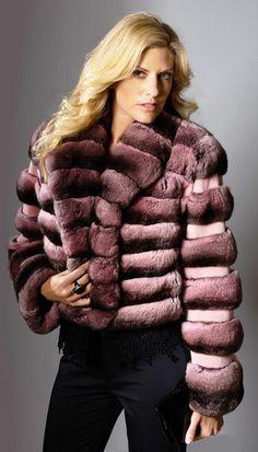 Long Hair and Chinchilla Chinchilla Fur Coat, Fox Fur Coat, Fur Coats, Fur Clothing, Antique Roses, Fur Fashion, Mink Fur, Looking For Women, Coats For Women