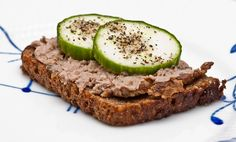 An open face sandwich of liverpaste on Rugbrød.