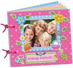 Scrapboek maken: Met Scrapboek maken de kinderen een leuk dagboek/fotoboek. Ze gaan aan de slag met de verschillende materialen. En om het af te maken, maak en print ik een leuke groepsfoto die voorop het boek komt als herinnering aan een zeer geslaagd verjaardagsfeestje!  •Geschikt voor 5 jaar en ouder •Prijs per kind: € 15,00